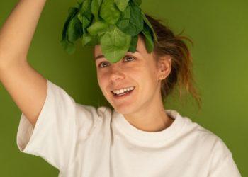 ¿Por qué es importante consumir la espinaca cruda?