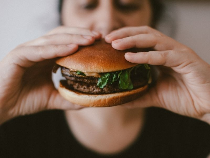¿Por qué el cuerpo es adicto a la comida chatarra?