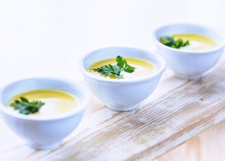 7 hierbas aromáticas que le dan mayor gusto a tus comidas: úsalas en estas recetas