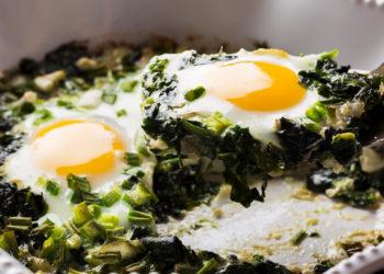 Huevos con espinacas y queso: aprovecha todas sus propiedades con este desayuno nutritivo y sano