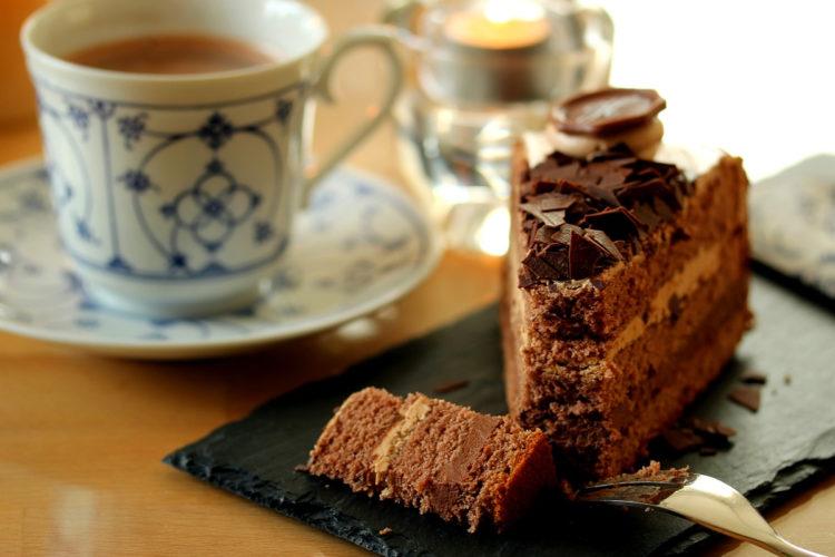 Torta de café para desayuno o merienda: déjate conquistar por este pastel suave y esponjoso