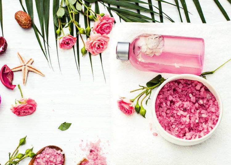 Usa el ambientador con aroma a pétalos de rosas para armonizar las habitaciones de la casa