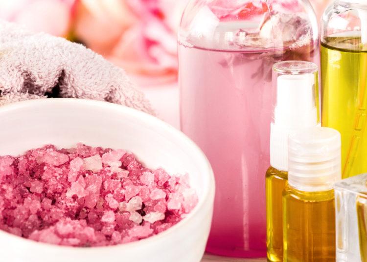 Aromatizante casero con fragancia a rosas para armonizar cualquier habitación de la casa