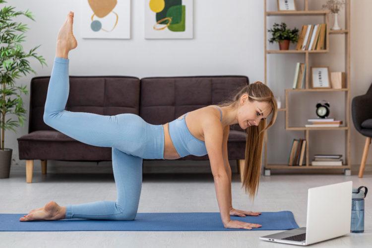 Ejercicios de yoga sencillos para tonificar el abdomen con poco esfuerzo y sin riesgos de lesiones en la espalda