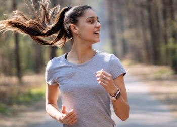 Beneficios de caminar 1 hora y cómo hacerlo para adelgazar, reducir cintura y acelerar la quema de calorías