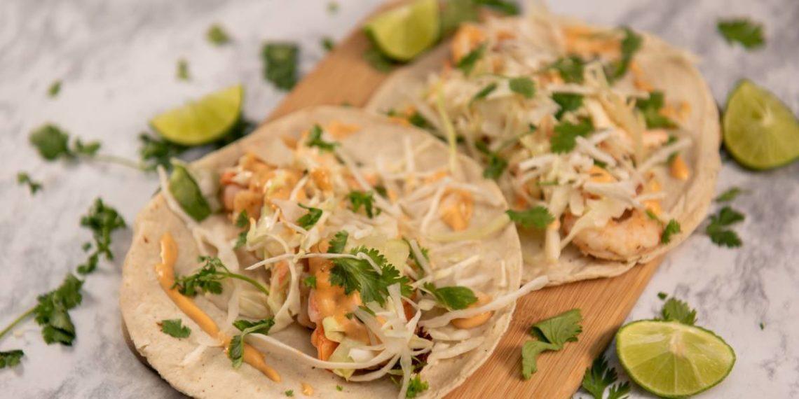 Si te gusta el salmón, prepara estos ricos y sencillos tacos